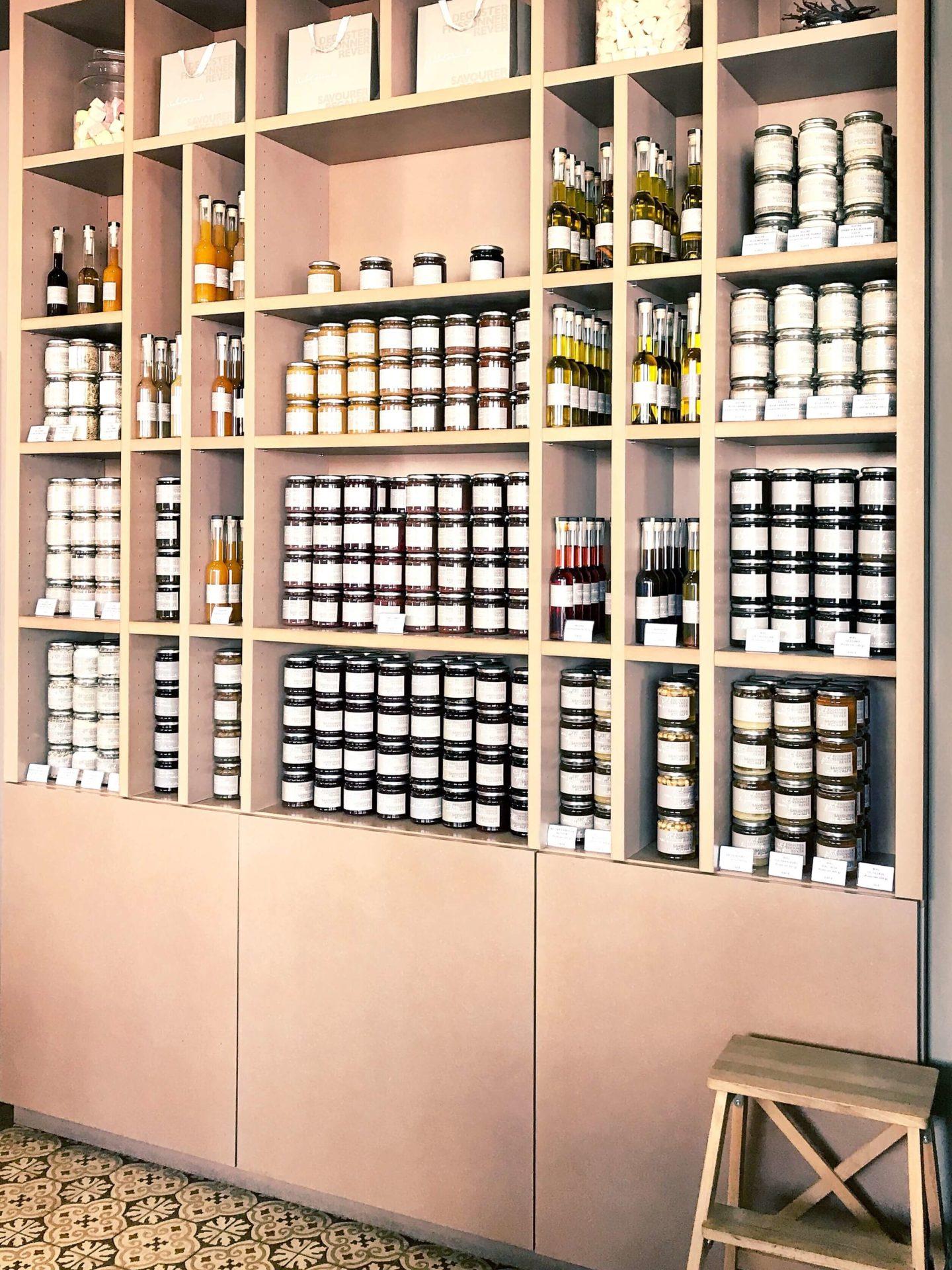 étagère boutique Nicolas Bernardé 2